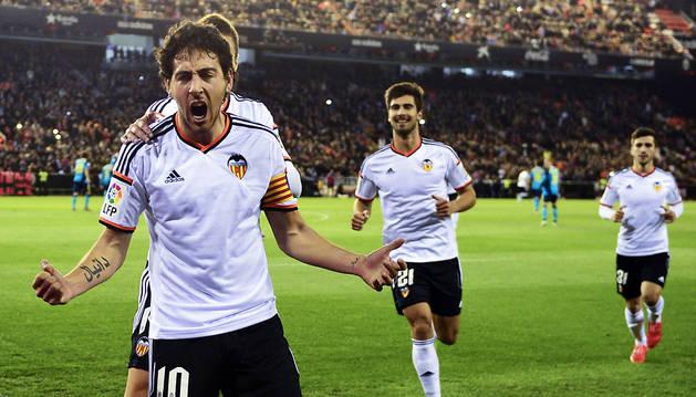 Dani Parejo celebra uno de sus goles al Sevilla.