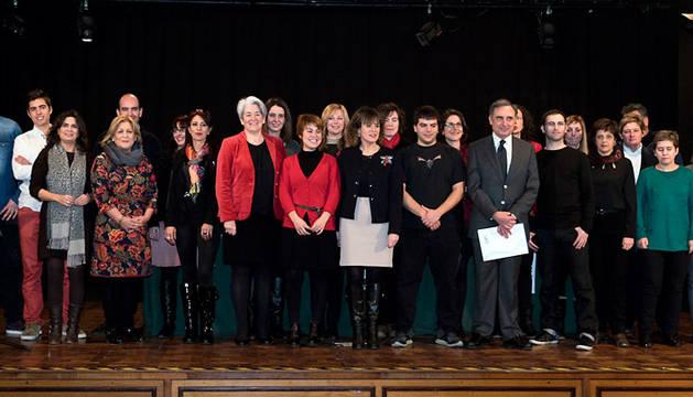 La consejera con participantes en el programa de emprendimiento.