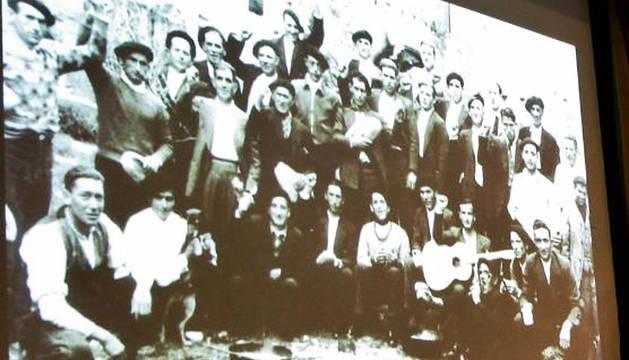Republicanos españoles presos en el campo de Gurs.