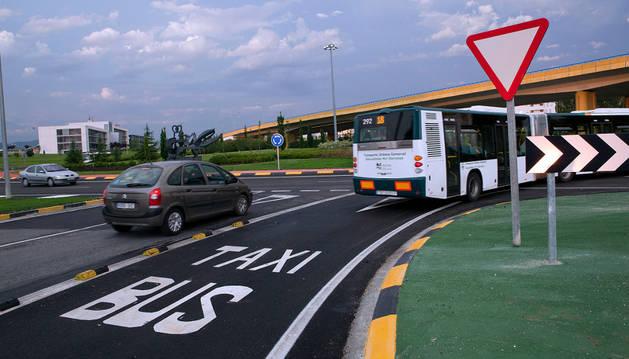 Uno de los últimos carriles bus habilitados en la Comarca, entre Sarriguren, Erripagaña y Areta.