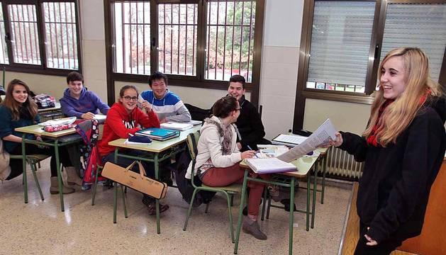 Los alumnos del centro IES Padre Moret - Irubide de Pamplona protagonizan el 'Cole a cole' del Diario Escolar del martes 27 de enero de 2014.