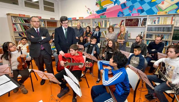 Iribas y Maya, con alumnos de Vázquez de Mella.