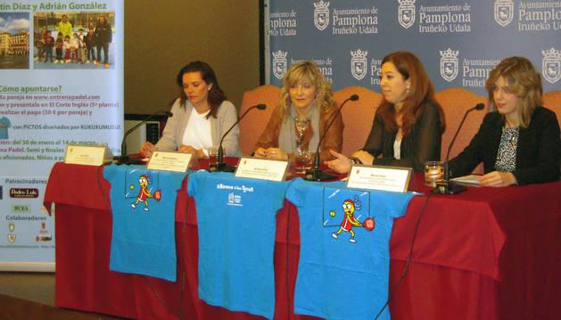 La Plaza del Castillo acoge la final de un torneo de pádel solidario