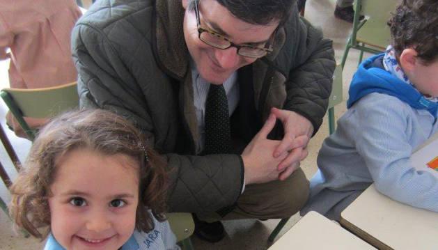 Iribas visita un colegio de Tudela