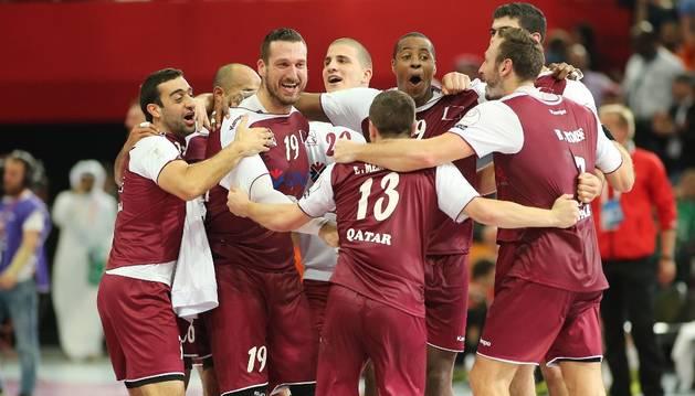 Los jugadores de Catar celebran la victoria