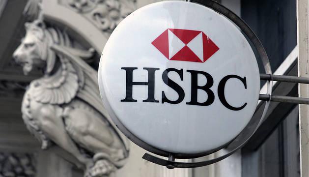 Fotografía de archivo que muestra el logotipo del banco suizo HSBC en Kings Heath, Birmingham (Reino Unido)