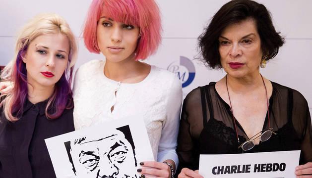 Las Pussy Riot, con Bianca Jagger.
