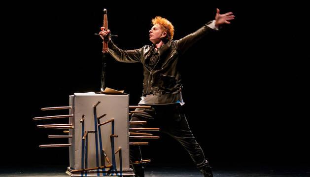 Una reciente actuación en el cine Los Llanos,  el mago Yunke