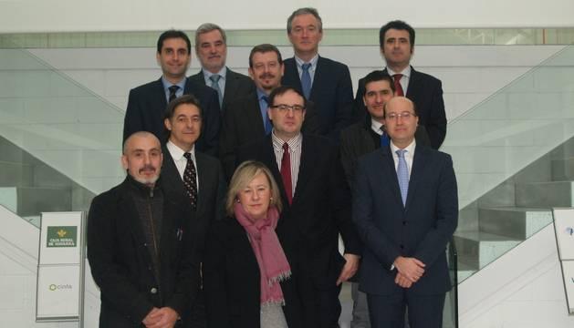 Carlos Fernández y representantes de las empresas patrocinadoras