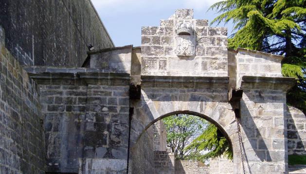 El Portal de Entrada en su acceso a la ciudad por la muralla
