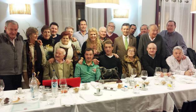 Los invitados en el homenaje al ex presidente de la peña, Luis Martínez.