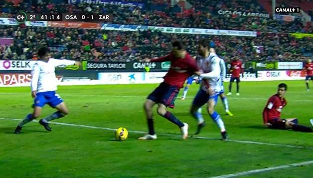 Momento en que Cabrera agarra a Vujadinovic
