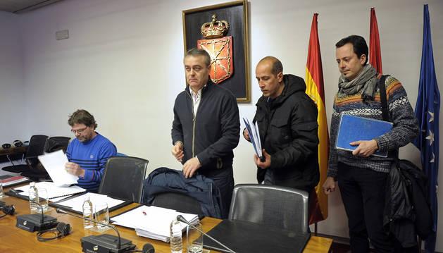 El comité de Faurecia, en en Parlamento de Navarra.