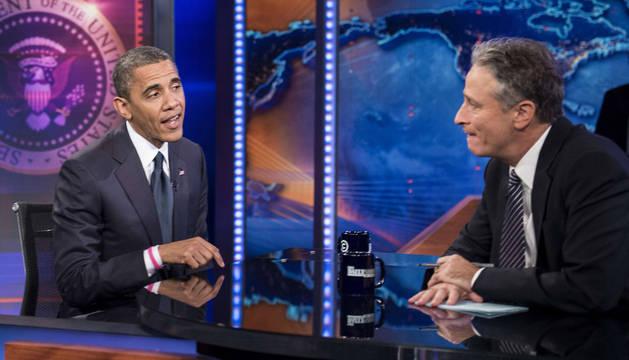 Jon Stewart, junto a Obama.