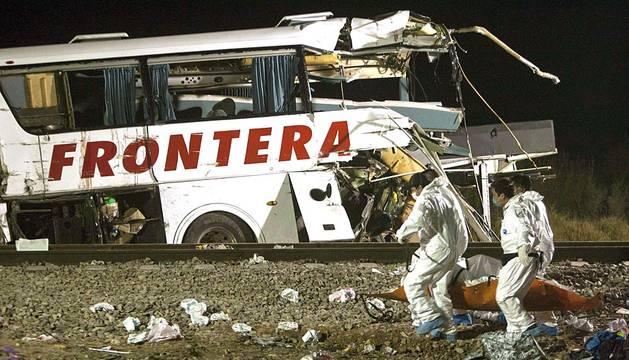 La colisión de un autobús y un tren en el municipio fronterizo de Anáhuac, norteño estado mexicano de Nuevo León, causó este sábado al menos 20 muertos y 22 heridos.