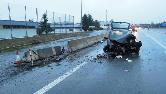 Una persona resultó herida tras sufrir un aparatoso accidente en la AP-15 a la altura de la localidad de Noáin. El vehículo circulaba en sentido contrario.