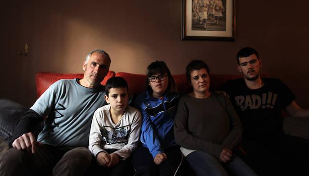 Los rostros de una lista Con 191 familias truncadas