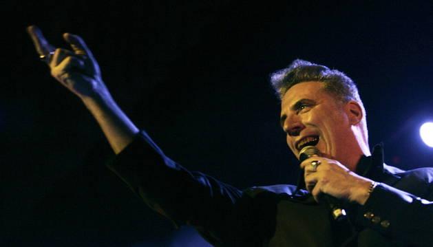 Loquillo, el rey del rock en español, durante el concierto que ha ofrecido esta noche en Ferrol.