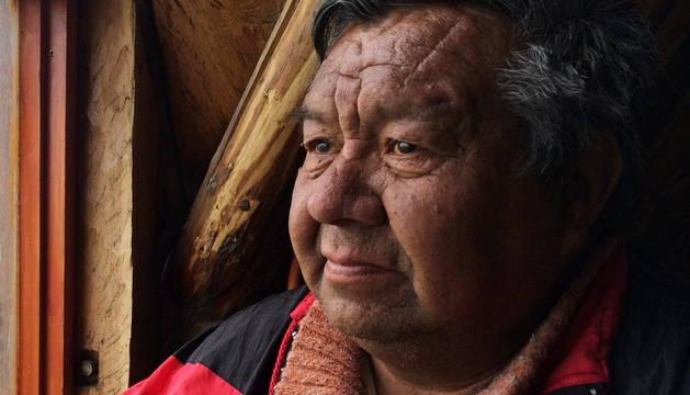 Martín González, artesano de la etnia yagán