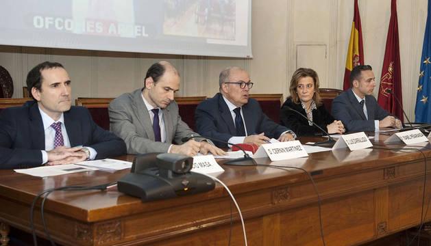 Participantes en la jornada sobre el sector de la construcción en Argelia