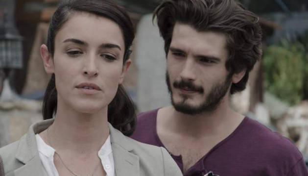 Yon González y Blanca Romero, en 'Bajo sospecha'