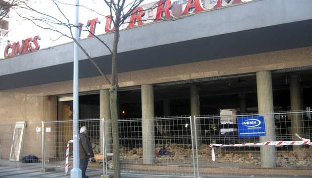 Obras en los antiguos cines Iturrama.
