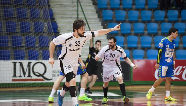 Fotografías del partido de la Liga Asobal disputado en Pamplona entre Anaitasuna y Zamora, con victoria de estos últimos por 27 a 28.