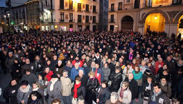 2.500 personas protestan contra el traslado del laboratorio