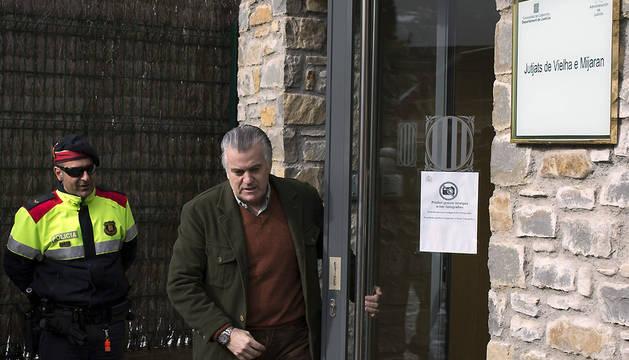 El extesorero del PP Luis Bárcenas, a su salida del juzgado de Vielha (Lleida)