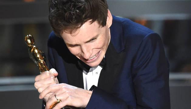 El actor, recogiendo su galardón