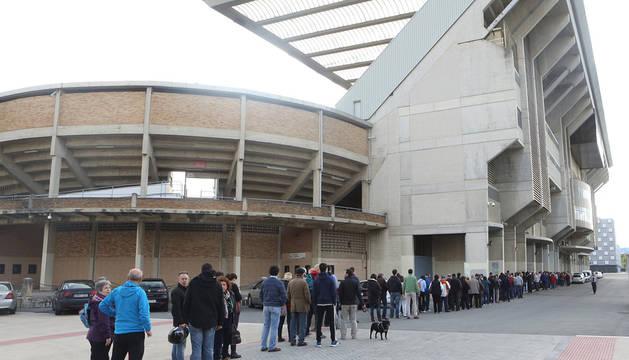 Una vista exterior del estadio de El Sadar.