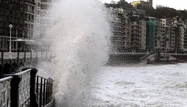 San Sebastián se encuentra en alerta naranja por un fuerte temporal