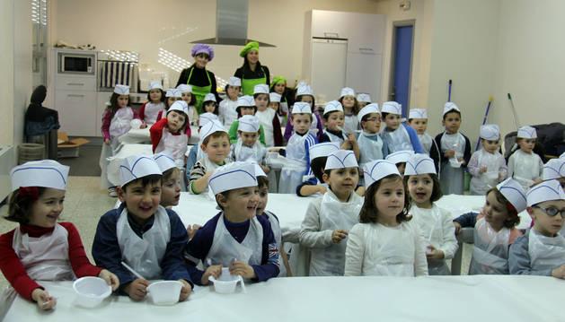 Los niños cirboneros aprenden repostería