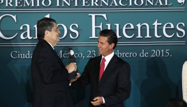Sergio Ramírez recibe el premio literario Carlos Fuentes