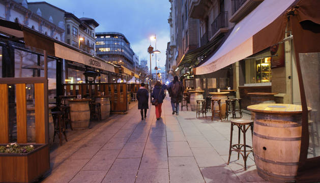 El Ayuntamiento restringirá el horario de las terrazas 'de barriles'