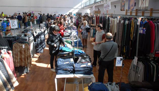 Imagen de la Feria del Stock de Corella que se instaló en el polideportivo del IES Alhama.