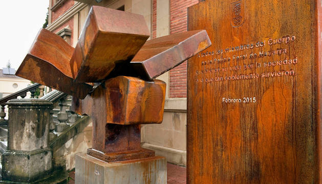 La escultura que homenajea a los agentes