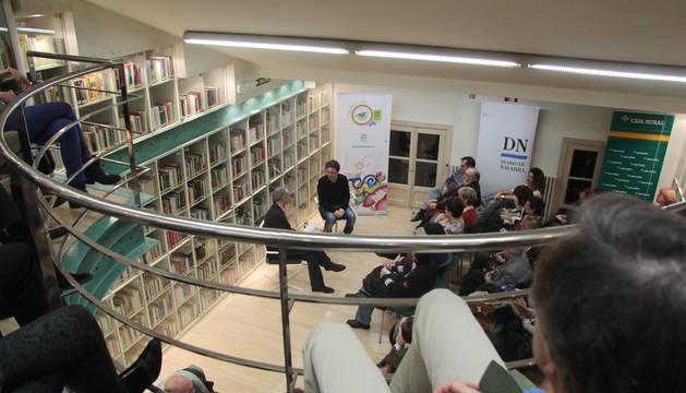 José C. Vales en el Club de Lectura de Diario de Navarra