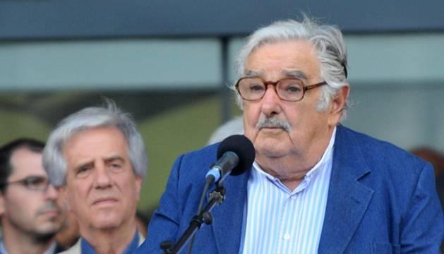 Tabaré Vázquez asume la Presidencia de Uruguay bajo la sombra de Mujica