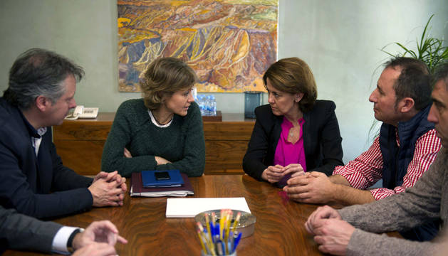 La ministra Tejerina, junto a Yolanda Barcina.