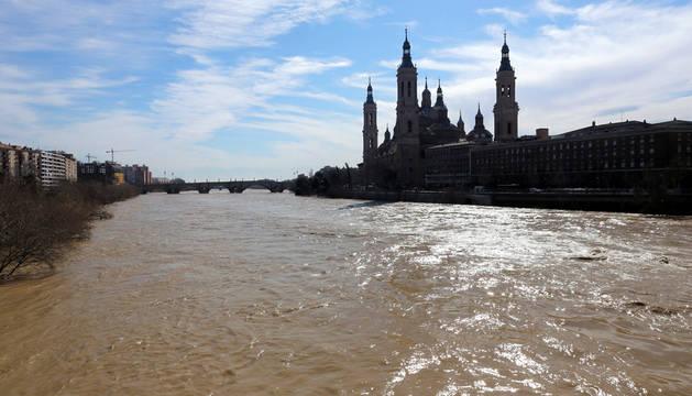 El Ebro, a su paso por Zaragoza.