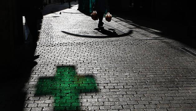 El acusado se llevó cien euros de la farmacia atracada.