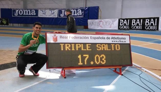 Pablo Torrijos, primer español en sobrepasar los 17 metros.