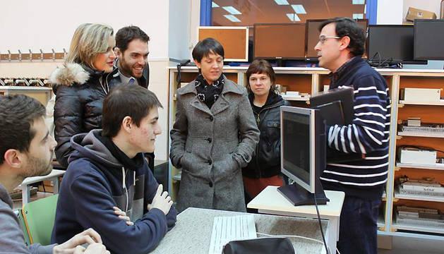 Carmen González, Sergio Sayas, Patricia Cueva, Itxaso Lete, Txema Zuza, durante la visita