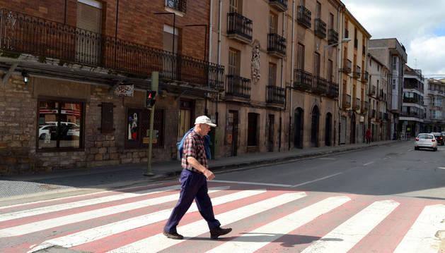 La iniciativa pretende que los vehículos lleguen a este punto de la avenida de Navarra a 20 km/hora.