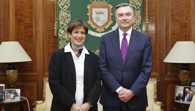 El embajador de Rusia visita el Ayuntamiento de Pamplona