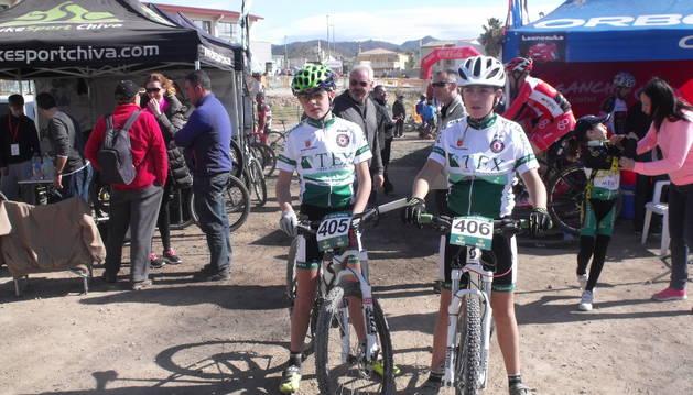 Los dos corredores estelleses del club que corrieron en Valencia.