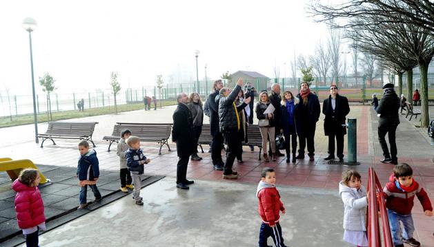 Imagen de la visita realizada por los parlamentarios al colegio de Tafalla el pasado mes de enero.