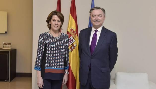 Yolanda Barcina y el embajador Korchagin.