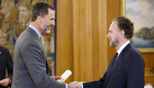 Felipe VI entrega el premio a Víctor Pérez Díaz